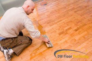 man-polishing-wood-floor-wood-polishing-floor-polishing-singapore